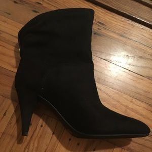 Unisa Shoes - New Unisa Miola Black Suede Ankle Bootie size 8